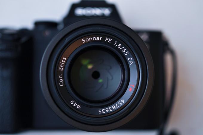Sonnar FE 55mm F1.8。とてもシャープでボケも美しくて気に入っていますが,55mmでF1.8で11万ってのは高いような・・・?