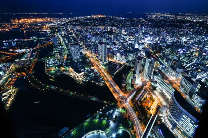 彩度を落とすと,無機質な都会の夜景っぽい感じでしょうか・・・?